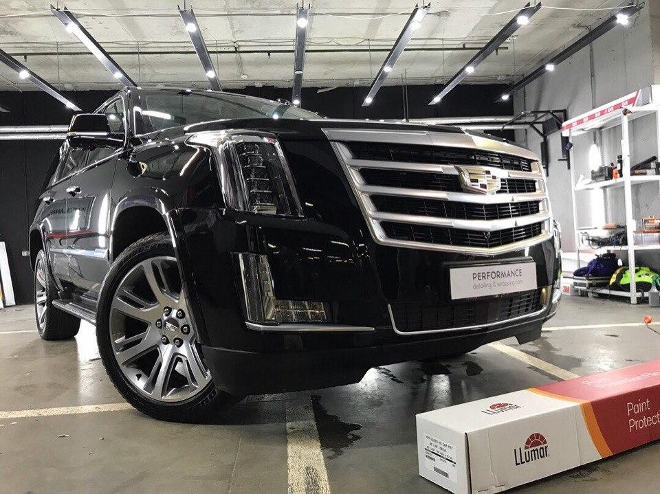 Оклейка антигравийной пленкой LLumar Gloss автомобиля Cadillac Escalade