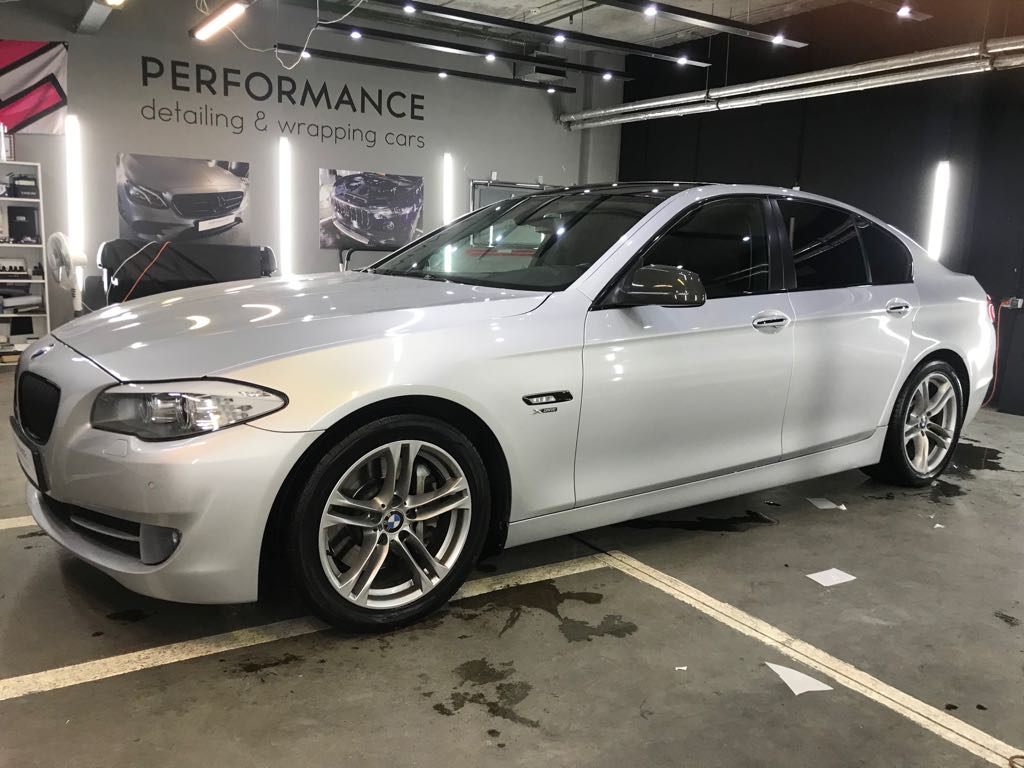 Оклейка BMW 5 (f10) пакет Антихром и карбоновой пленкой Sott