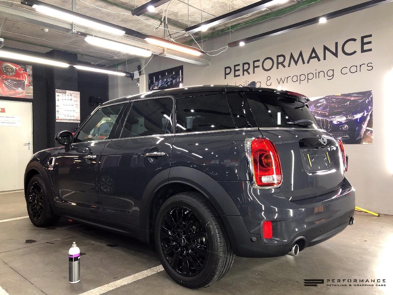 Оклейка и тонировка автомобиля MINI Countryman