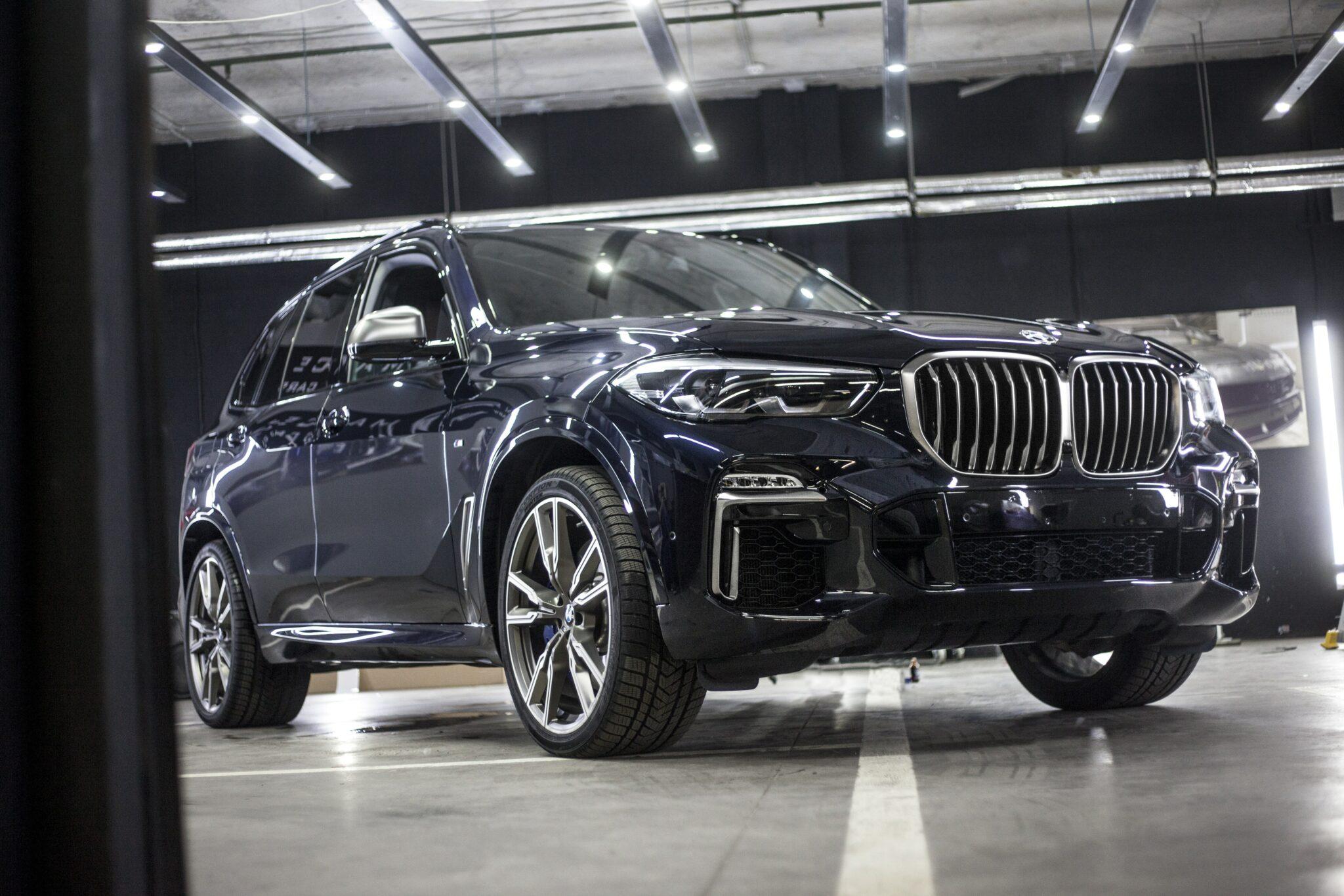 Оклейка BMW X5 целиком полеуретановой пленкой