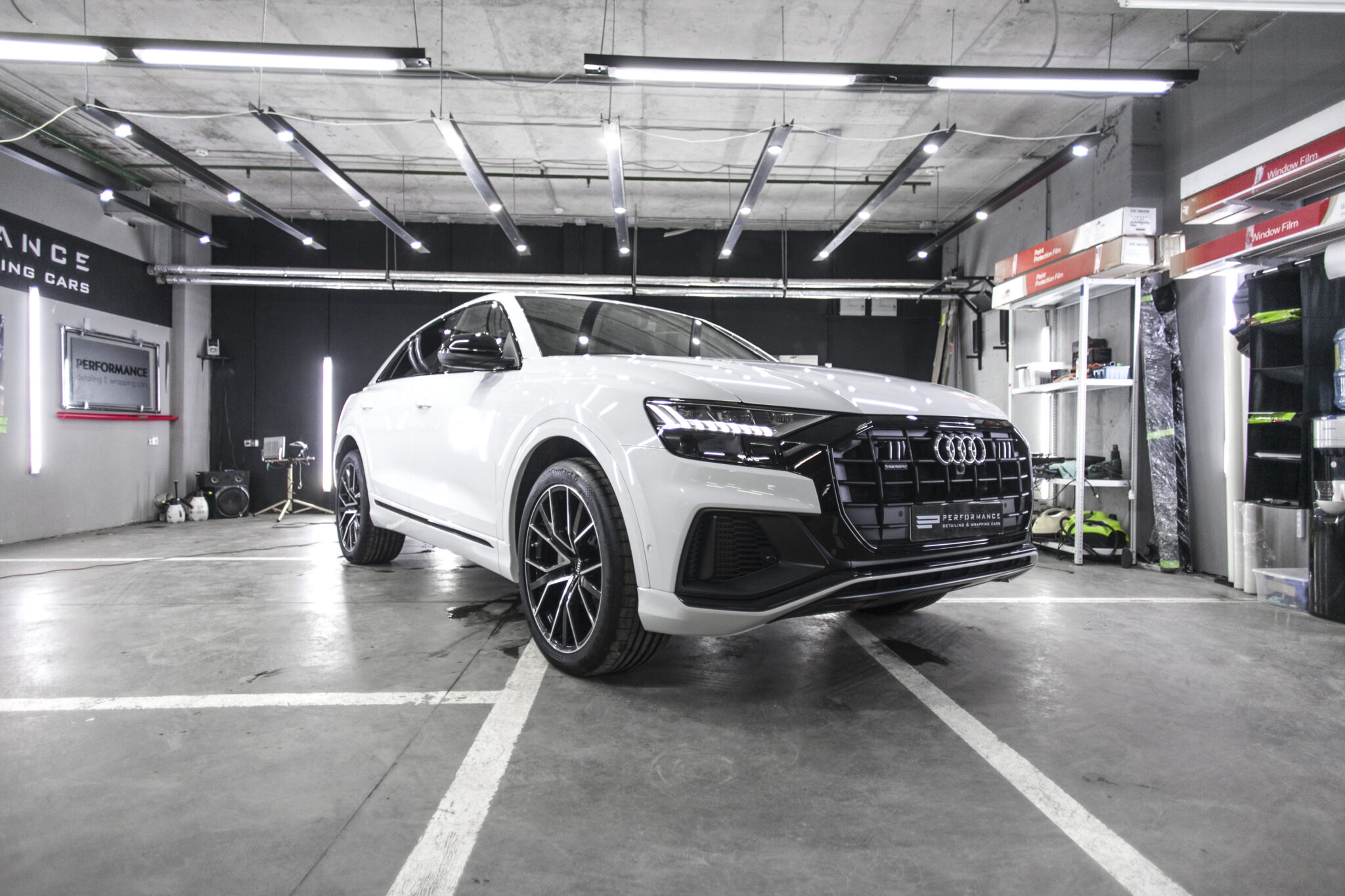 Оклейка кузова Audi Q8 антигравийной пленкой