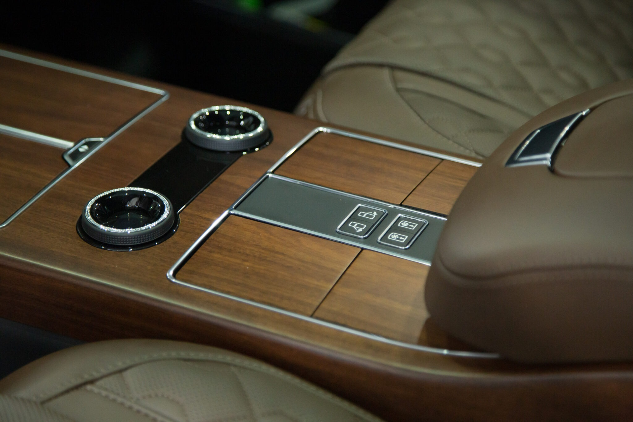 Оклейка кузова полеуретановой пленкой автомобиля Range Rover SVO Design Pack
