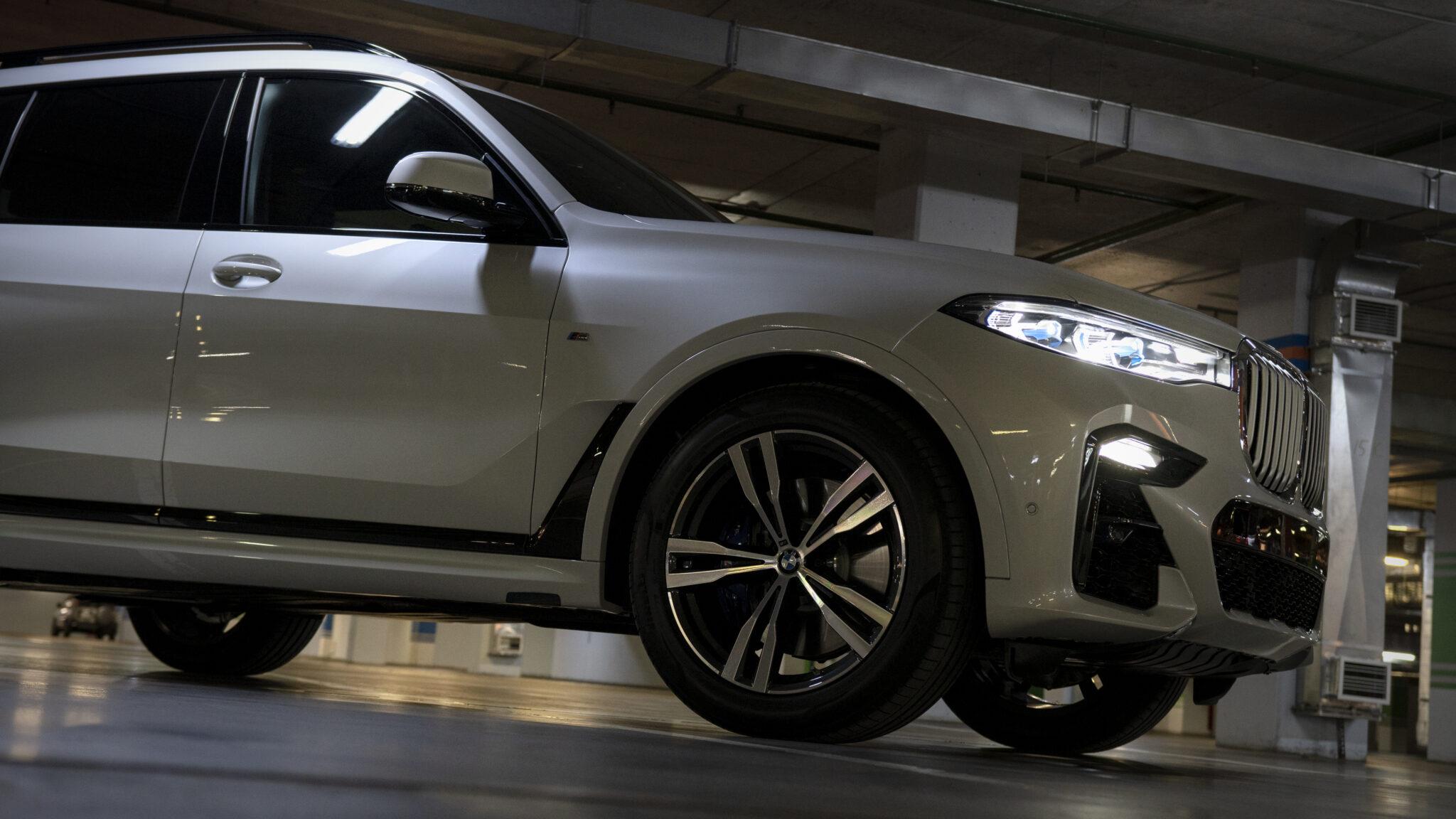 Оклейка кузова BMW X7 защитной пленкой